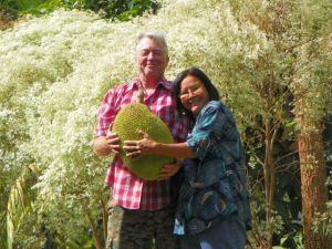 Dannie, Julee and a Jackfruit1